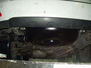 pojemnik z gazem pod podwoziem Lexusa RX330