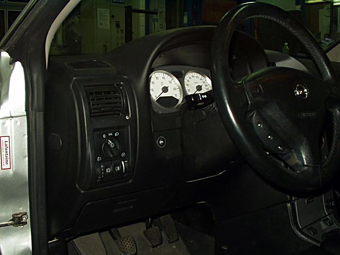 Przełącznik gazu w Opel Astra Bertone