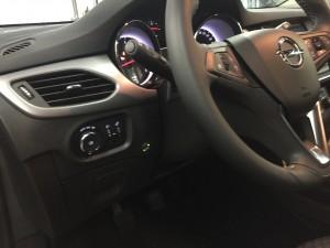 Opel Astra przełącznik gazu