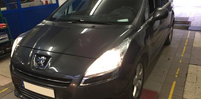Peugeot 5008 przód