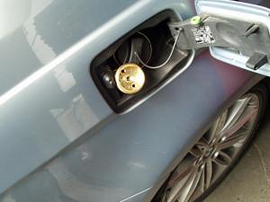 wlew paliwa w BMW 320 i