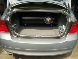butla z gazem w BMW 320 i po instalacji LPG