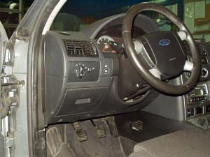 Przełącznik gazu w Fordzie Mondeo 3