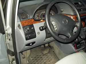 Włącznik gazu w Mercedesie Viano