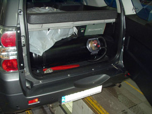 Suzuki Vitara na gaz - zbiornik z gazem w bagażniku