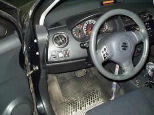 Włącznik gazu w Suzuki Swift