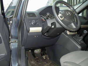 Włącznik gazu w Opel Zafira