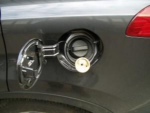 Toyota RAV4 - wlew paliwa