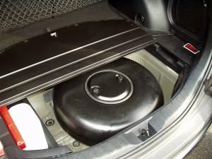 Toyota RAV4 - zbiornik z gazem