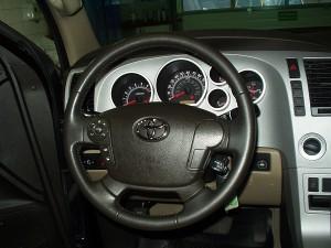 Widok na kierownice w Toyota Tundra