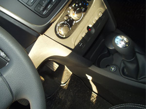 Dacia-Logan-przełącznik