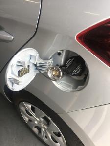 Hundai i20 wlew gazu LPG pod klapką paliwa