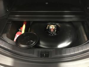 Toyota Rav4 montaż gazu w bagażniku -butla z gazem